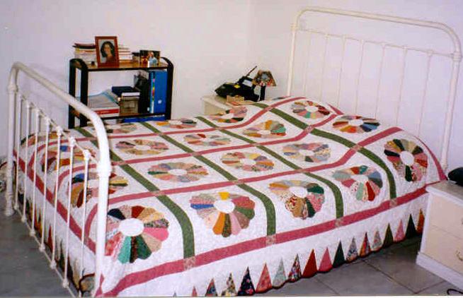 exposition de quilts dessus de lit 2. Black Bedroom Furniture Sets. Home Design Ideas